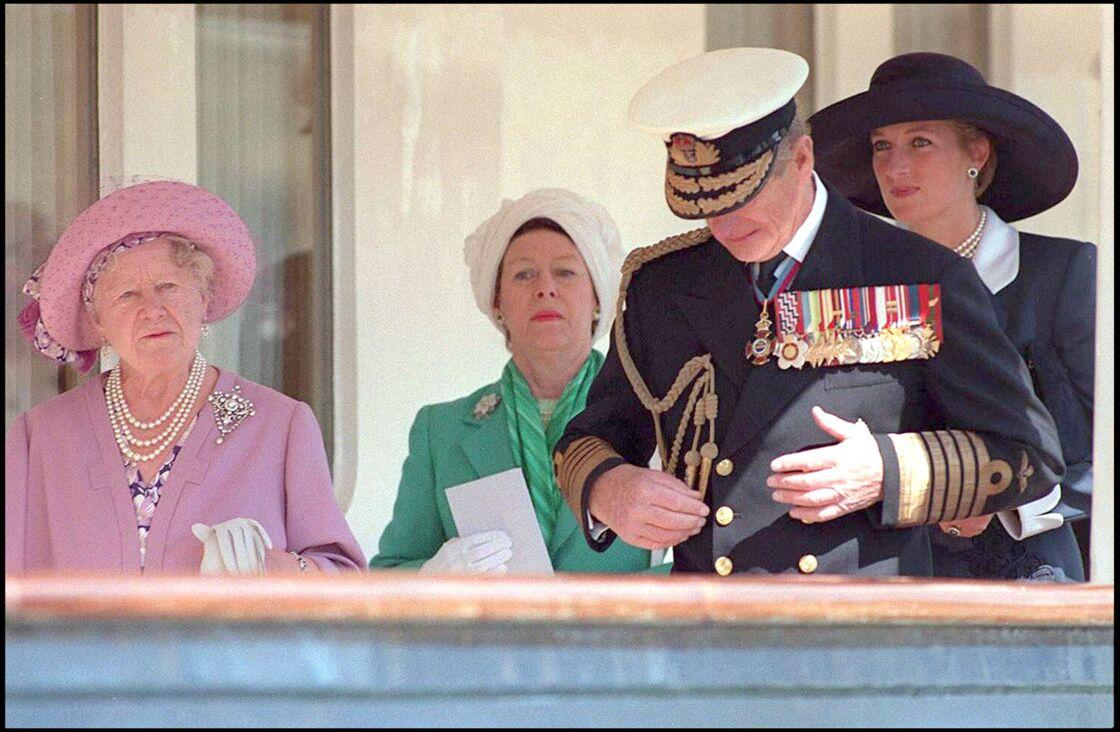 La Queen Mum, avec la princesse Margaret, le prince Philip et la princesse Diana, lors de l'anniversaire du D-Day, à Portsmouth, en juin 1994.