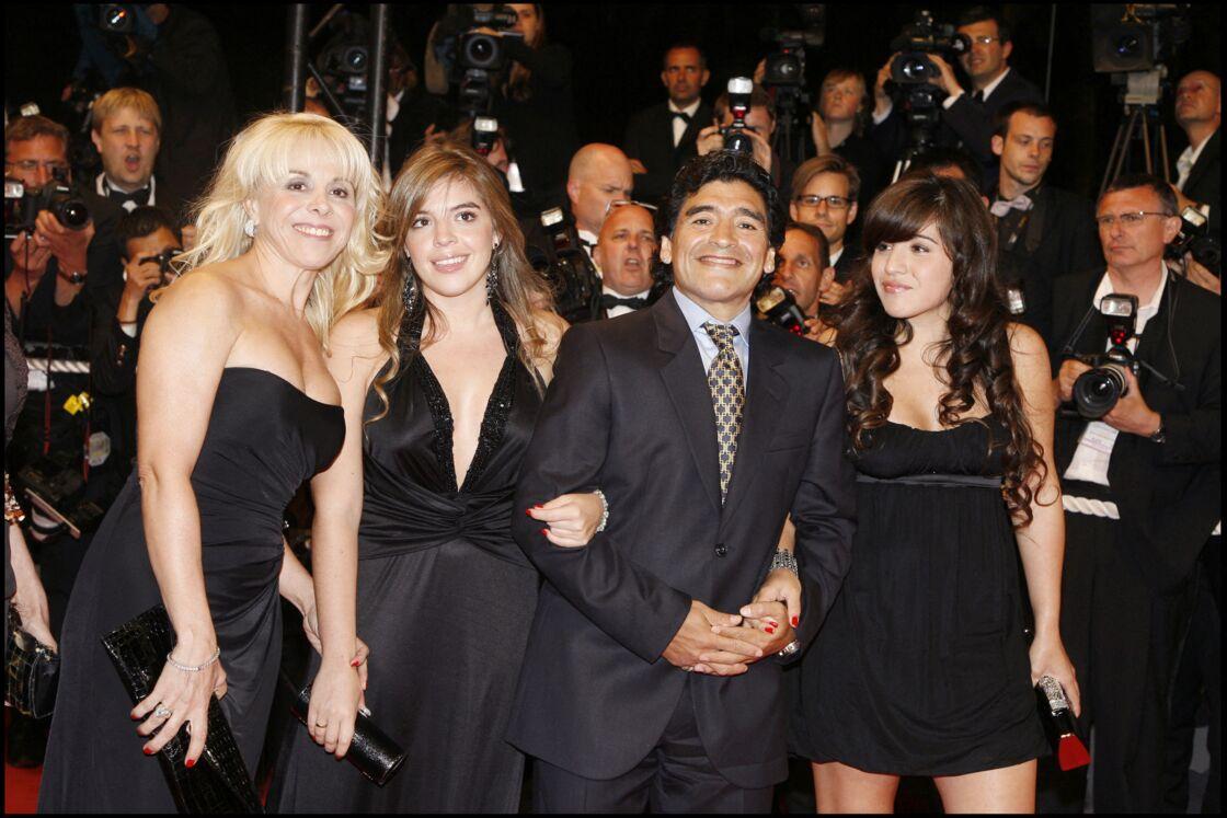 Diego Maradona, ses filles Giannina et Dalma et sa femme Claudia Villafane au Festival de Cannes, en 2008
