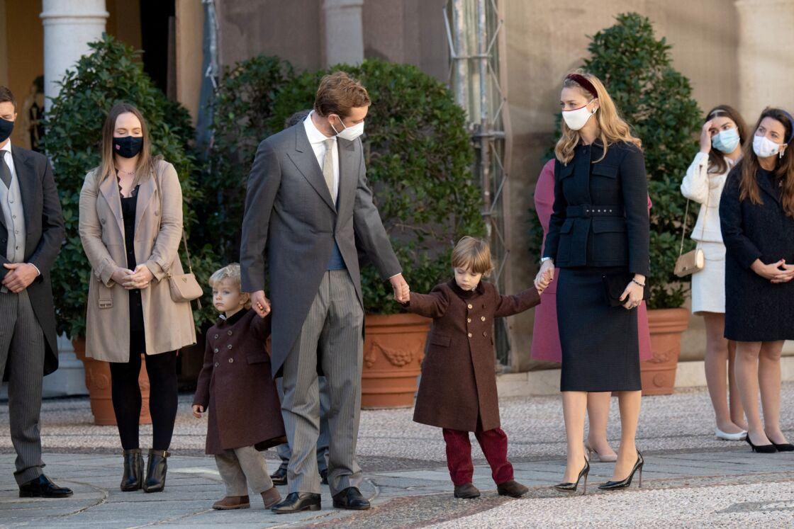 Pierre Casiraghi, sa femme Beatrice Borromeo et leurs deux fils, lors de la fête nationale monégasque le 19 novembre 2020
