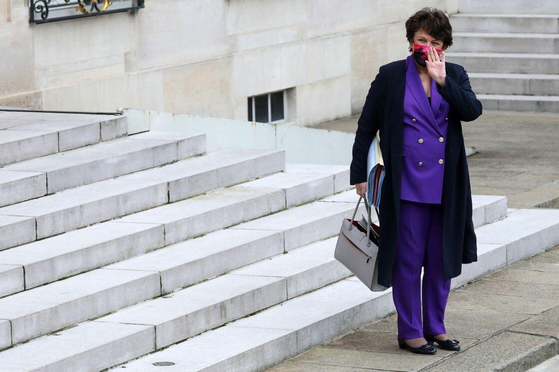 Roselyne Bachelot à la sortie du conseil des ministres à l'Élysée le 25 novembre 2020