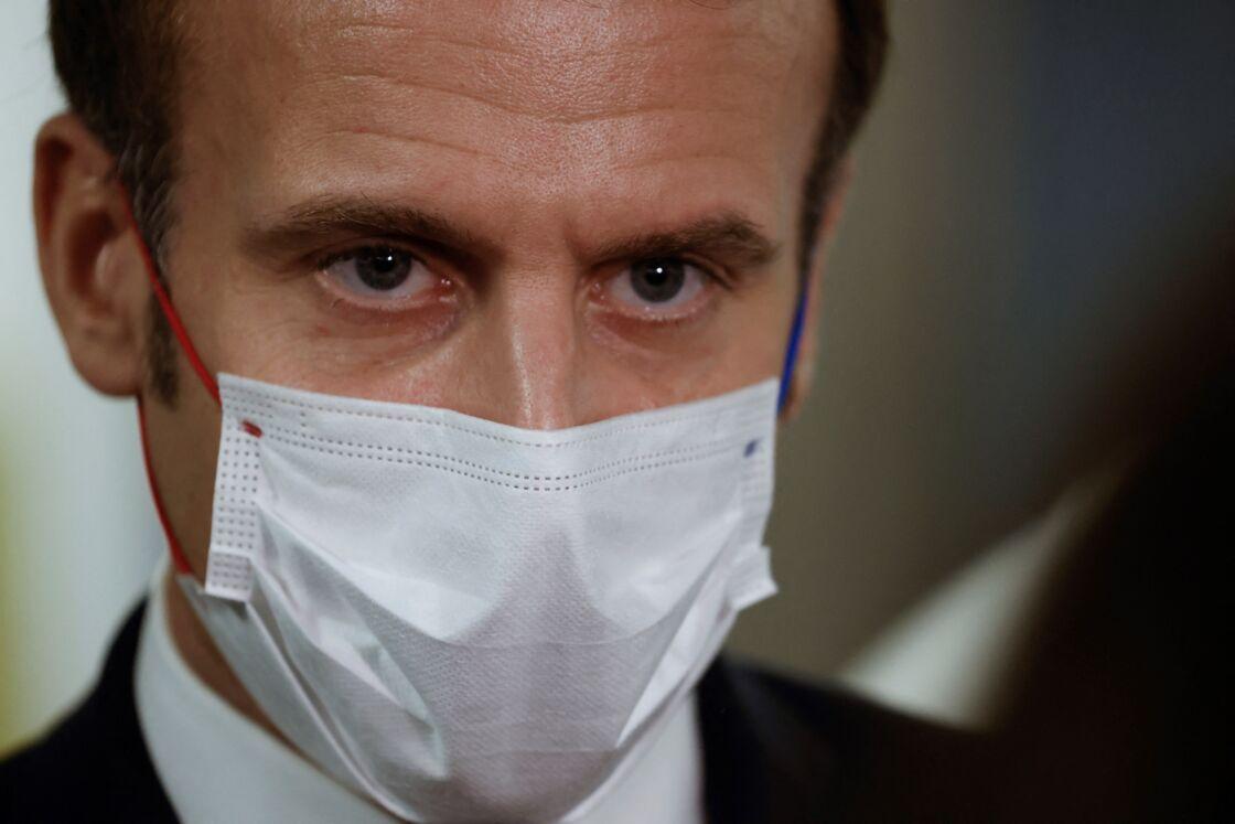 Dans le cas où ses prochains tests médicaux le lui permettent, Emmanuel Macron pourrait regagner l'Élysée dès ce jeudi 24 décembre, juste à temps pour Noël
