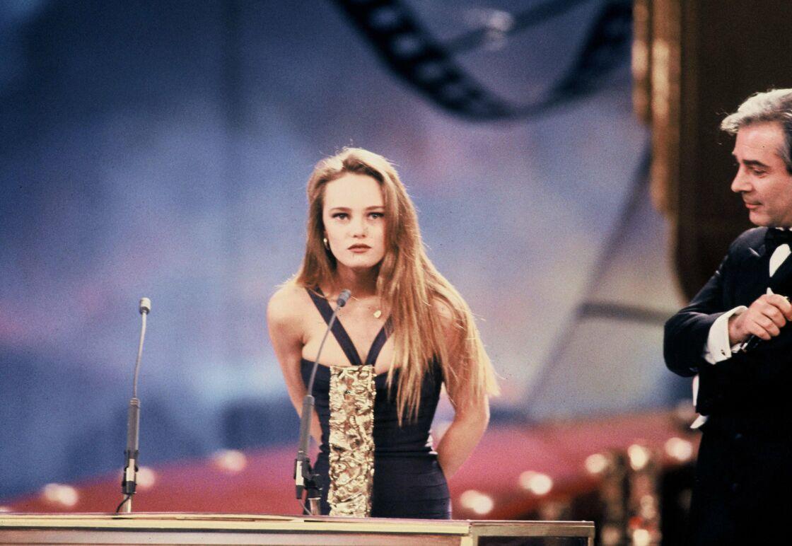 Vanessa Paradis reçoit le César du Meilleur espoir féminin pour son rôle dans Noce Blanche, en 1990.