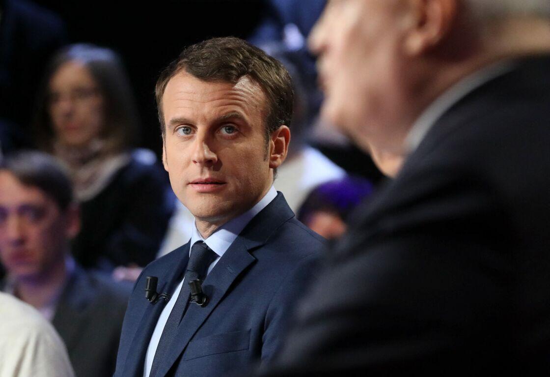 Emmanuel Macron sur le plateau du ''Grand Débat'' des 11 candidats à l'élection présidentielle organisé par les chaînes de télévision BFM TV et CNews, à La Plaine-Saint-Denis, banlieue parisienne, le 4 avril 2017