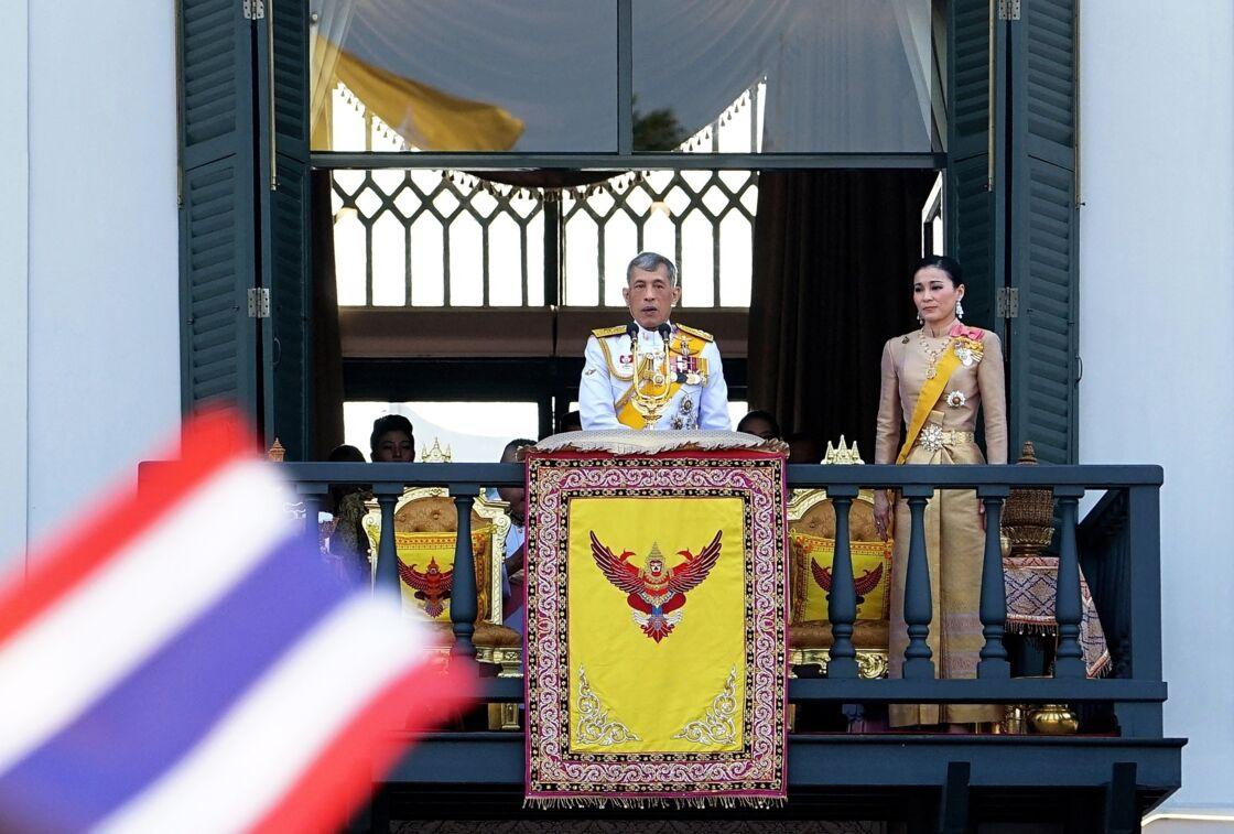 Le roi Rama X (Maha Vajiralongkorn) accompagné de sa femme la reine Suthida, le 6 mai 2019.
