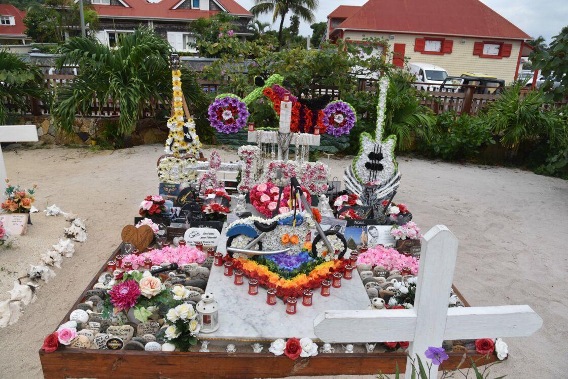 La tombe de Johnny Hallyday, au cimetière de Lorient à Saint-Barthélemy le 27 décembre 2019