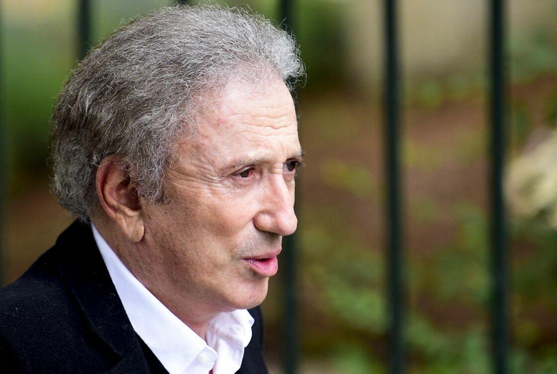 Michel Drucker - Hommage à Guy Bedos en l'église de Saint-Germain-des-Prés à Paris le 4 juin 2020.