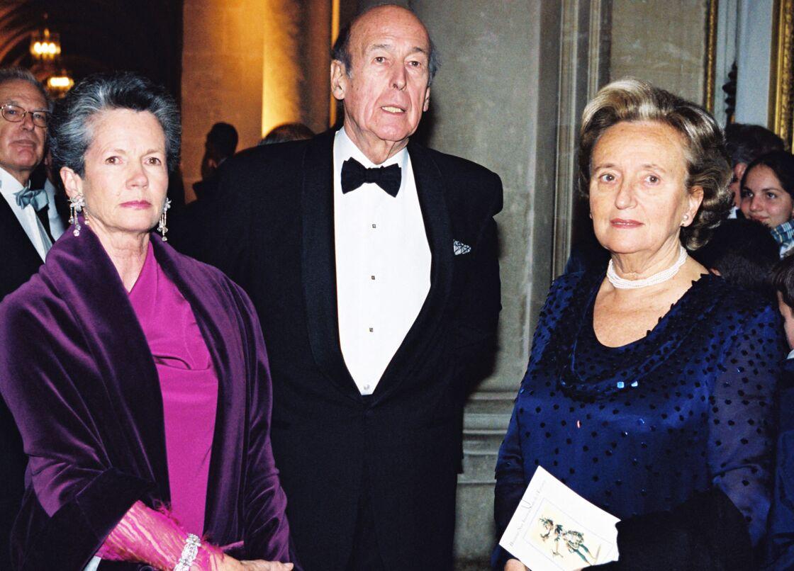 Anne-Aymone et Valéry Giscard d'Estaing accompagnés de Bernadette Chirac, en décembre 2000
