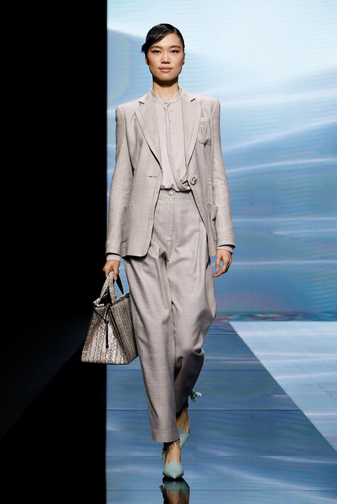 Giorgio Armani présentait en septembre dernier pour l'été, des silhouettes mixtes en total look lin.