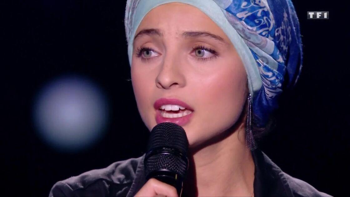 En 2017, Mennel se présente avec un turban sur la scène de The Voice. Un passage qui va être largement commenté, mais aussi critiqué.