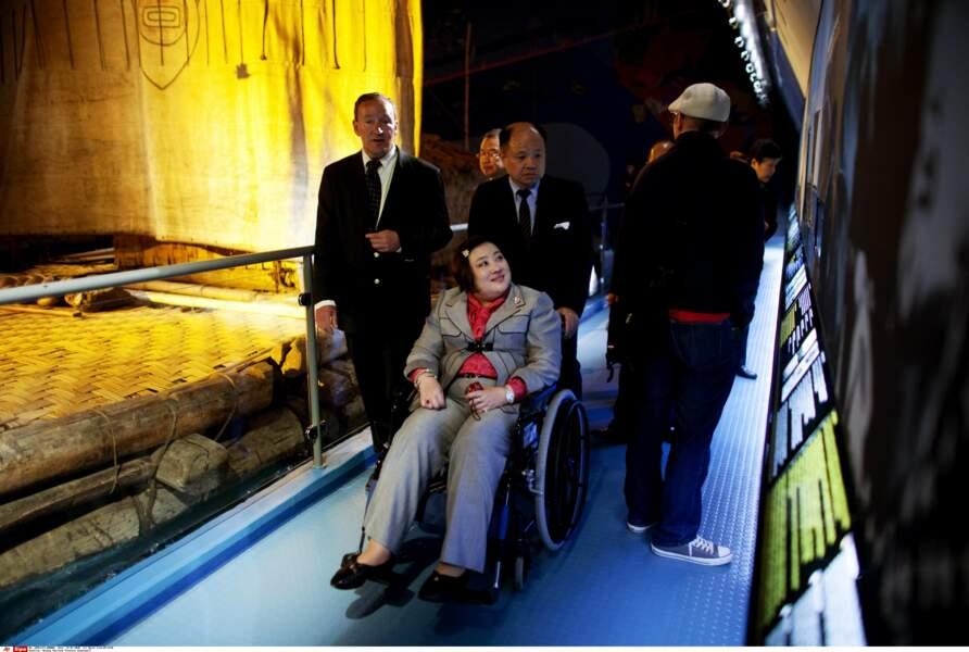 Après deux AVC, la princesse Soamsawali se déplace e fauteuil roulant.