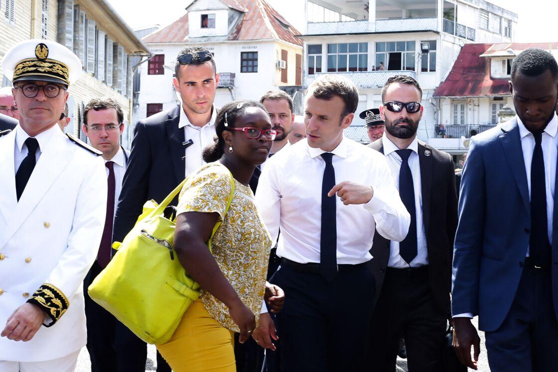 Conseillère presse d'Emmanuel Macron, Sibeth Ndiaye a aussi été conseillère en image. Il lui est arrivé, très fréquemment, de faire les raccords maquillage du chef de l'État.