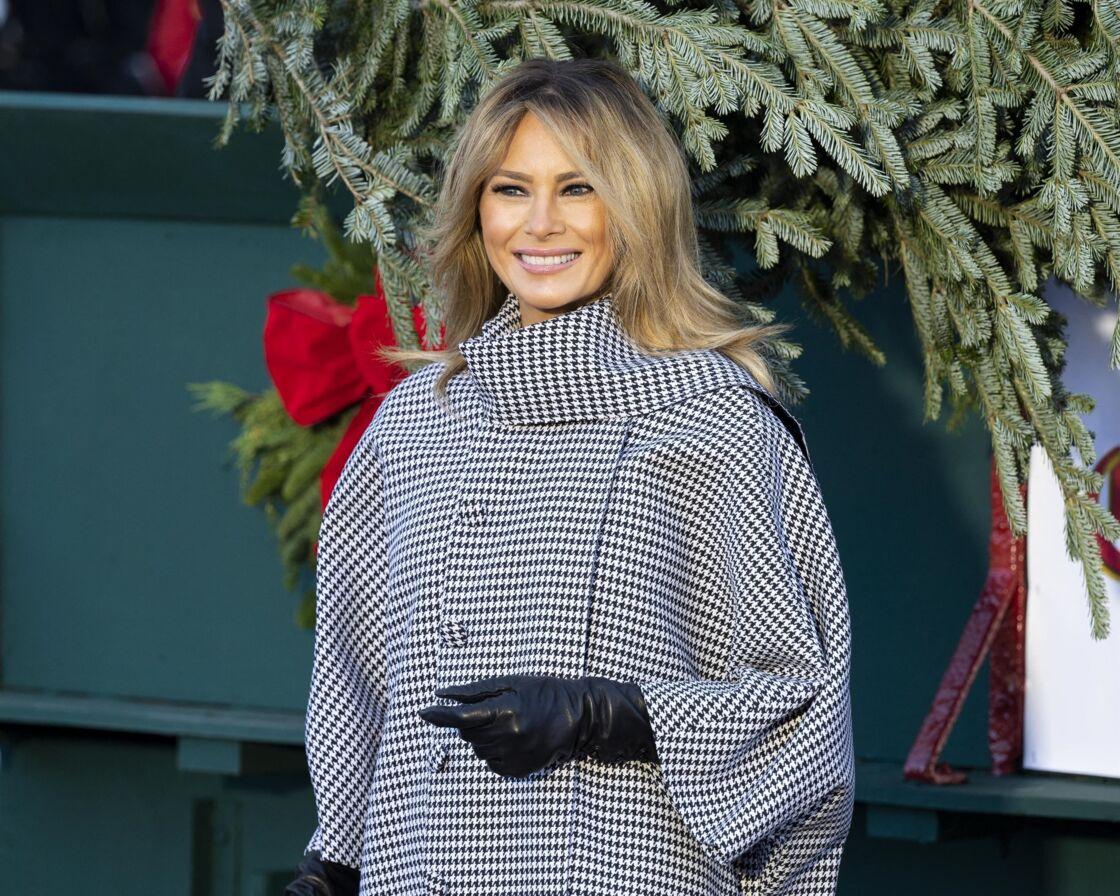 Melania Trump heureuse de recevoir le sapin de Noël