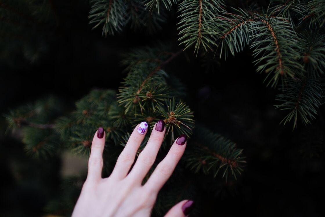 débutantes : entrainez-vous avec un nail art sur un seul ongle pour commencer
