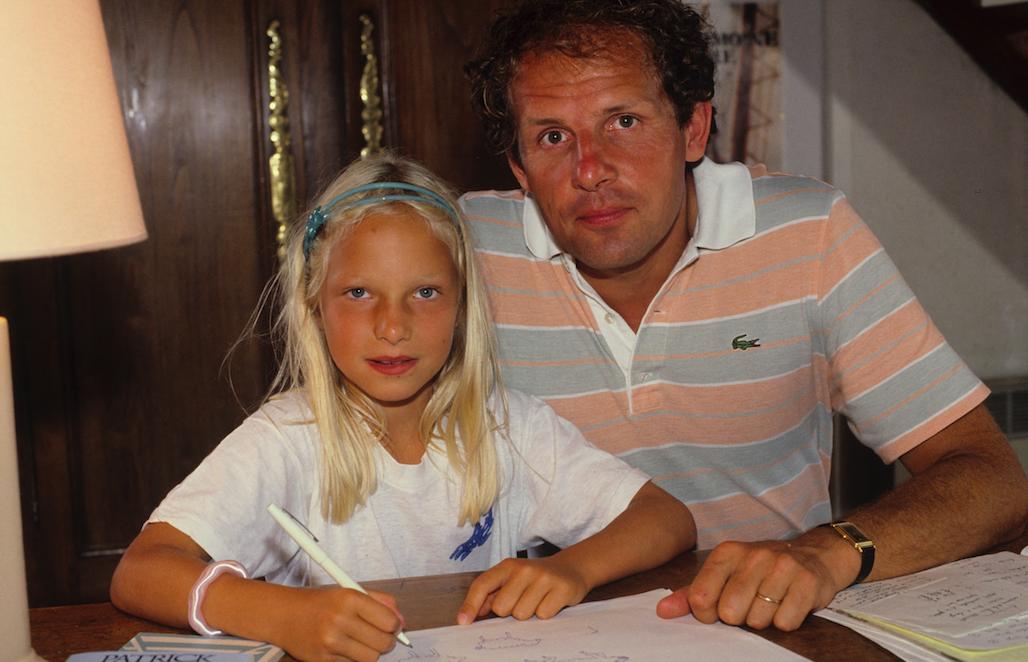 Patrick Poivre d'Arvor avec sa jeune fille Solenn en 1984