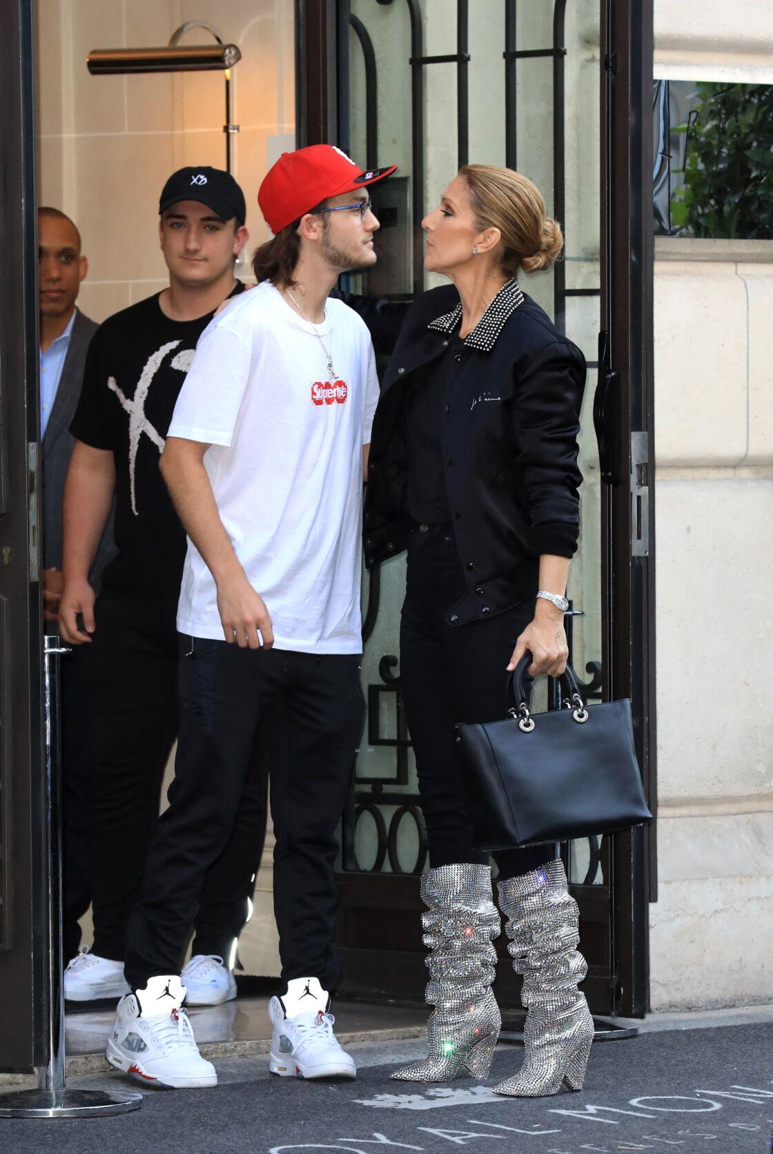 Céline et son fils René-Charles à Paris, en juillet 2017.