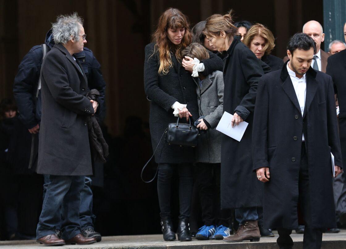 Jane Birkin et Lou Doillon bouleversées aux obsèques de Kate Barry