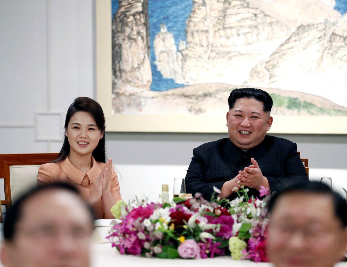 Kim Jong-Un et sa femme Ri Sol-Ju lors du banquet après le sommet historique inter-coréen à Paju en Corée du Sud, le 27 avril 2018.