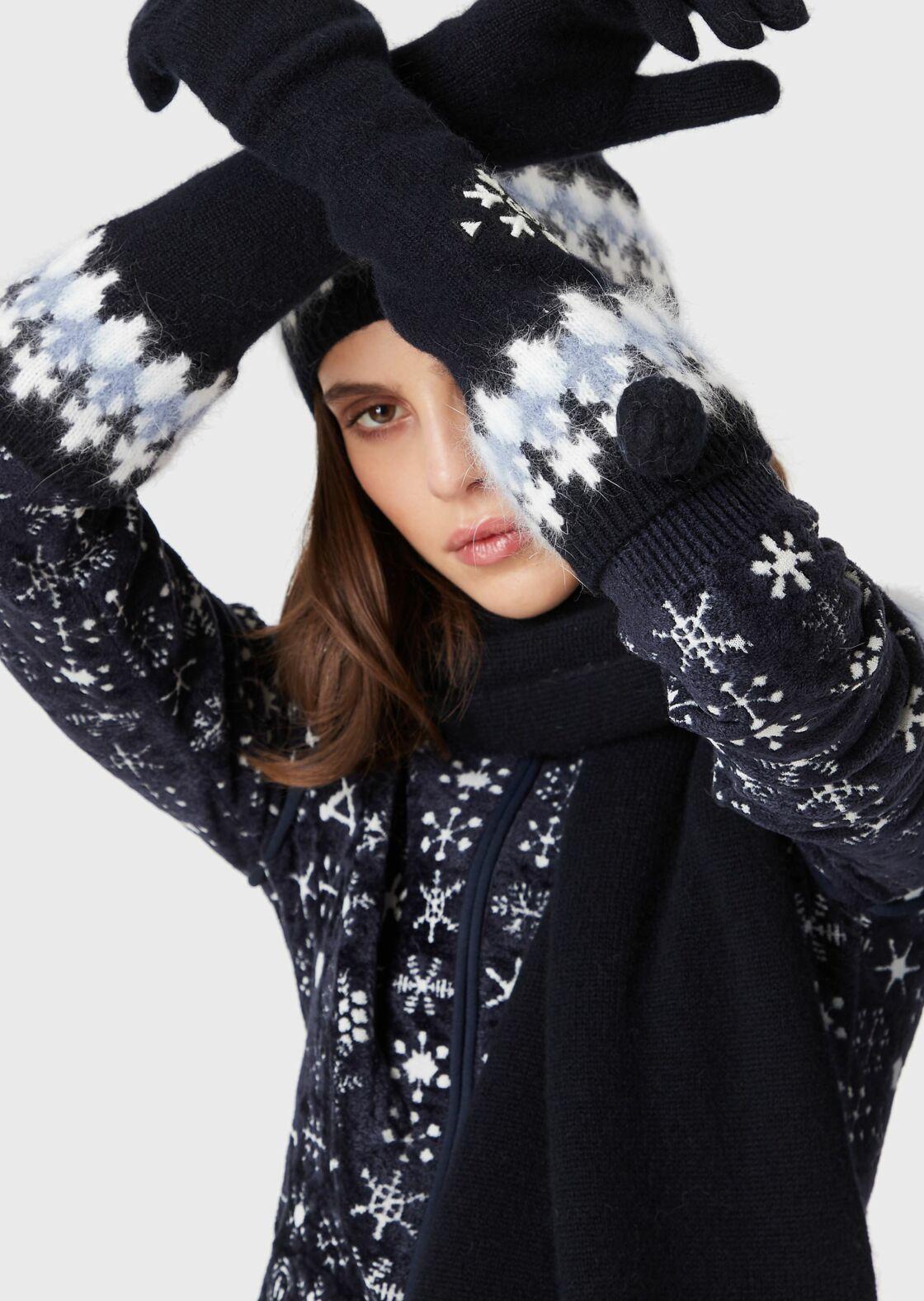 Des gants de modeuse pour skieuse (Gants en laine, Giorgio Armani, 620 €)