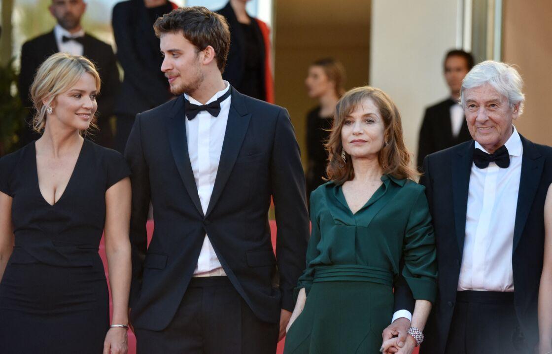 Virginie Efira, à Cannes, avec l'équipe du film Elle de Paul Verhoeven le 21 mai 2016