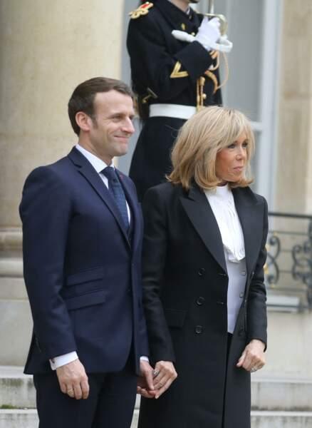 Emmanuel et Brigitte Macron sur le  perron de l'Elysée, le 11 mars 2020.