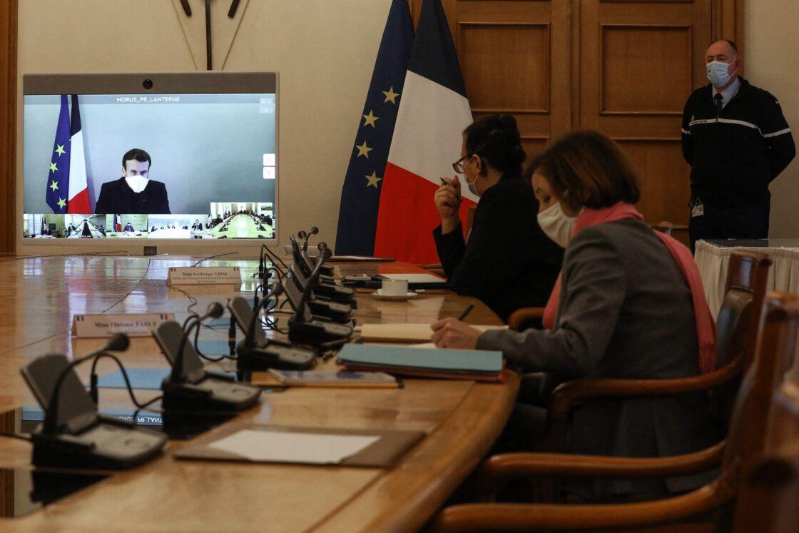 Emmanuel Macron est actuellement isolé à La Lanterne