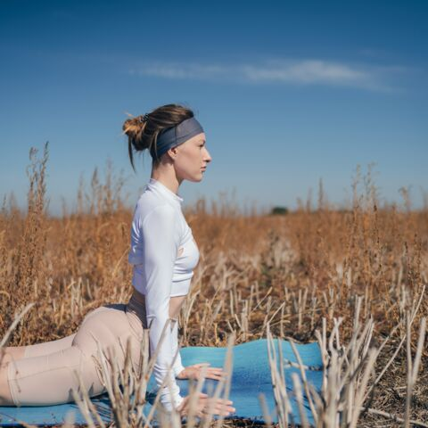 Détox: 5 postures de yoga pour bien digérer les repas de fête