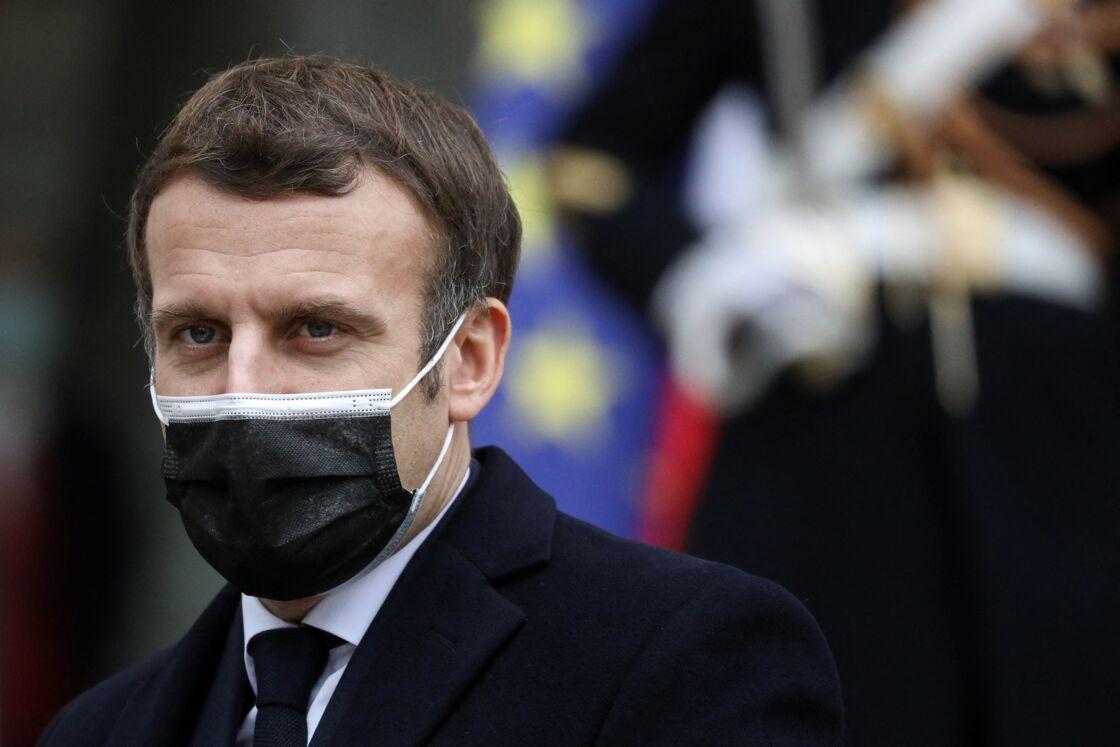 Face à la lenteur de la campagne de vaccination, l'exécutif semble se déchirer. Emmanuel Macron ne cacherait plus sa colère en interne