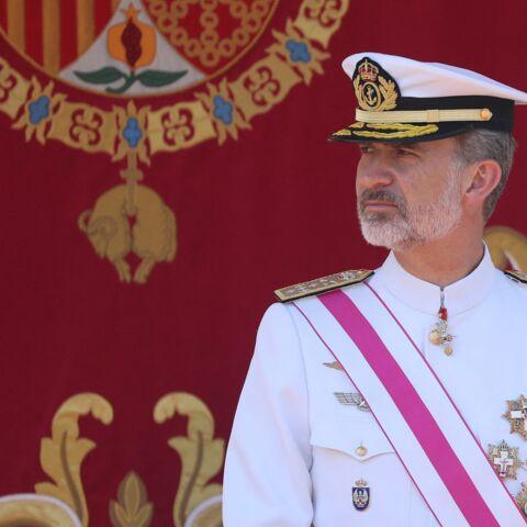 Felipe d'Espagne évoque son père en exil, l'Espagne retient son souffle