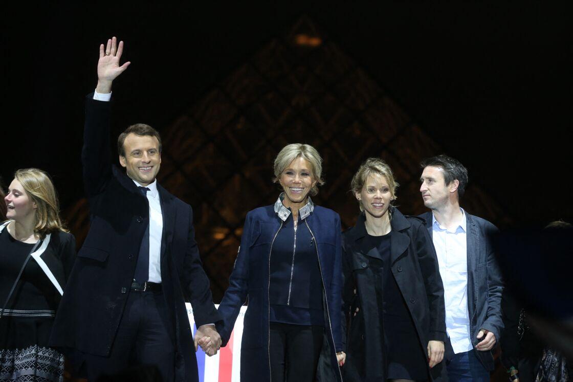 Emmanuel et Brigitte Macron avec Tiphaine Auzière le soir de l'élection, le 7 mai 2017