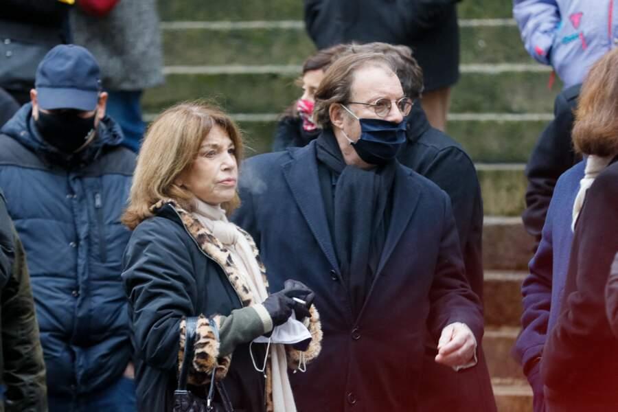 Nicole Calfan et Daniel Russo à la sortie de l'église Saint-Roch