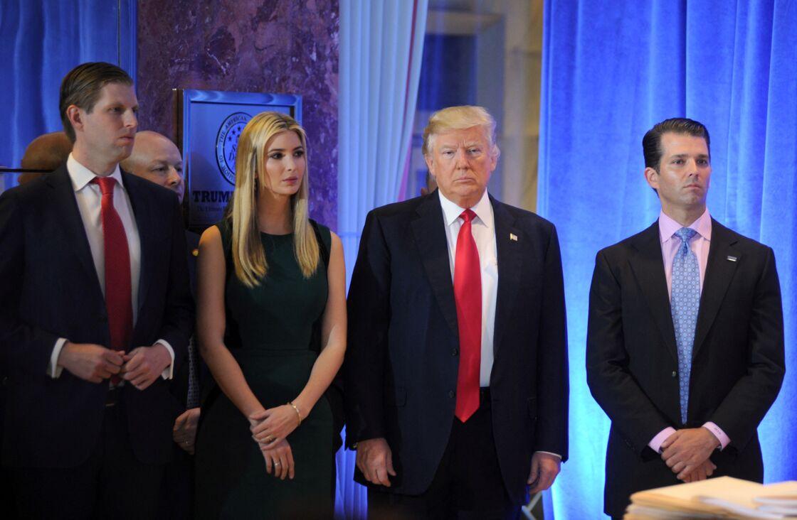 Eric, Ivanka, Donald et Donald Trump Jr. lors d'une conférence de presse à New York, le 11 janvier 2017.