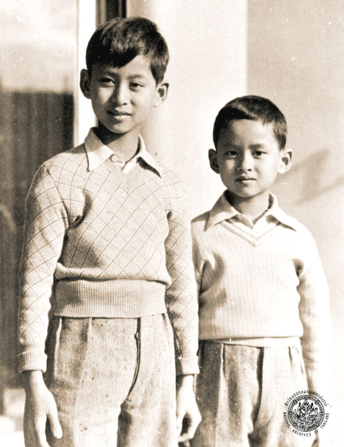 Rama VIII et son frère cadet, Bhumibol Adulyadej (le futur Rama IX), en 1937.
