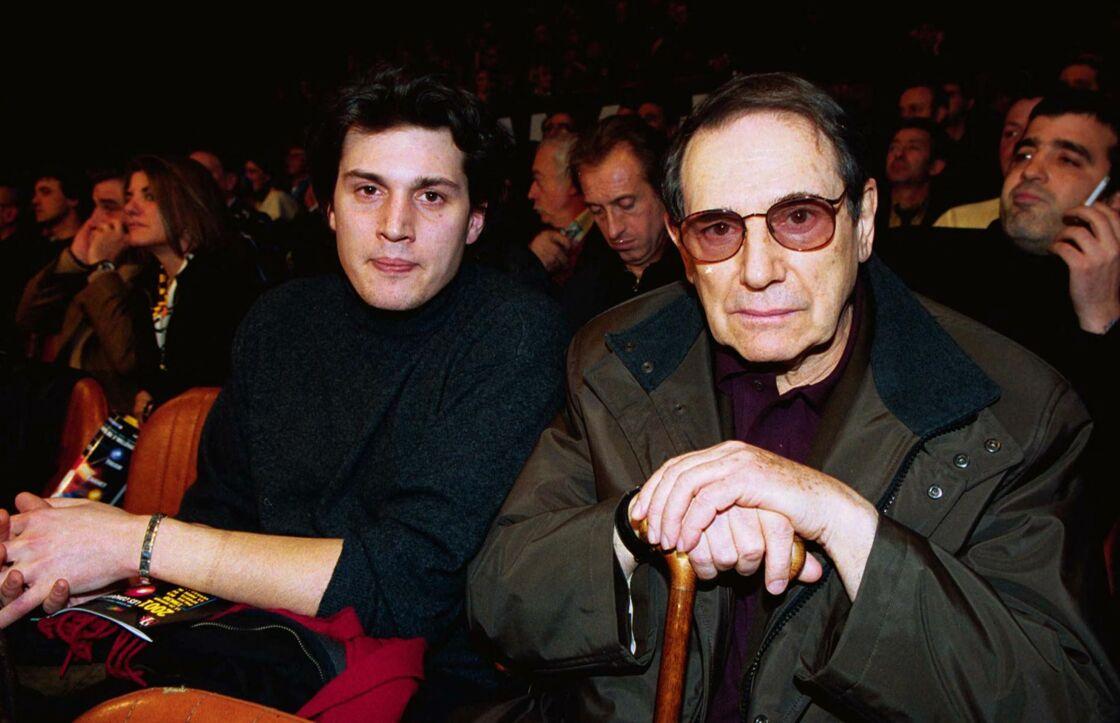 Robert Hossein, avec son fils Julien, en 2001.
