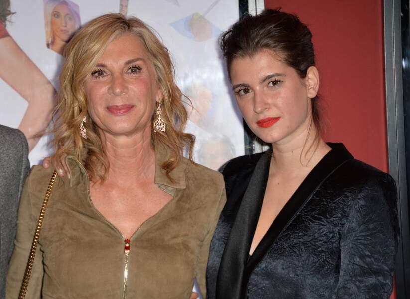 Michèle Laroque et sa fille Oriane Deschamps au cinéma Publicis à Paris, France, le 15 janvier 2018