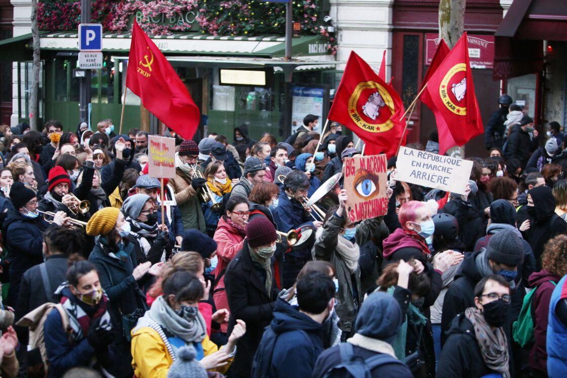 Le cortège de la manifestation contre la loi sur la sécurité globale, à Paris, le 12 décembre 2020.
