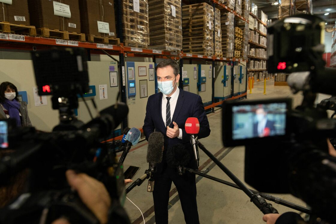 Olivier Véran face aux caméras et aux micros le 22 décembre 2020