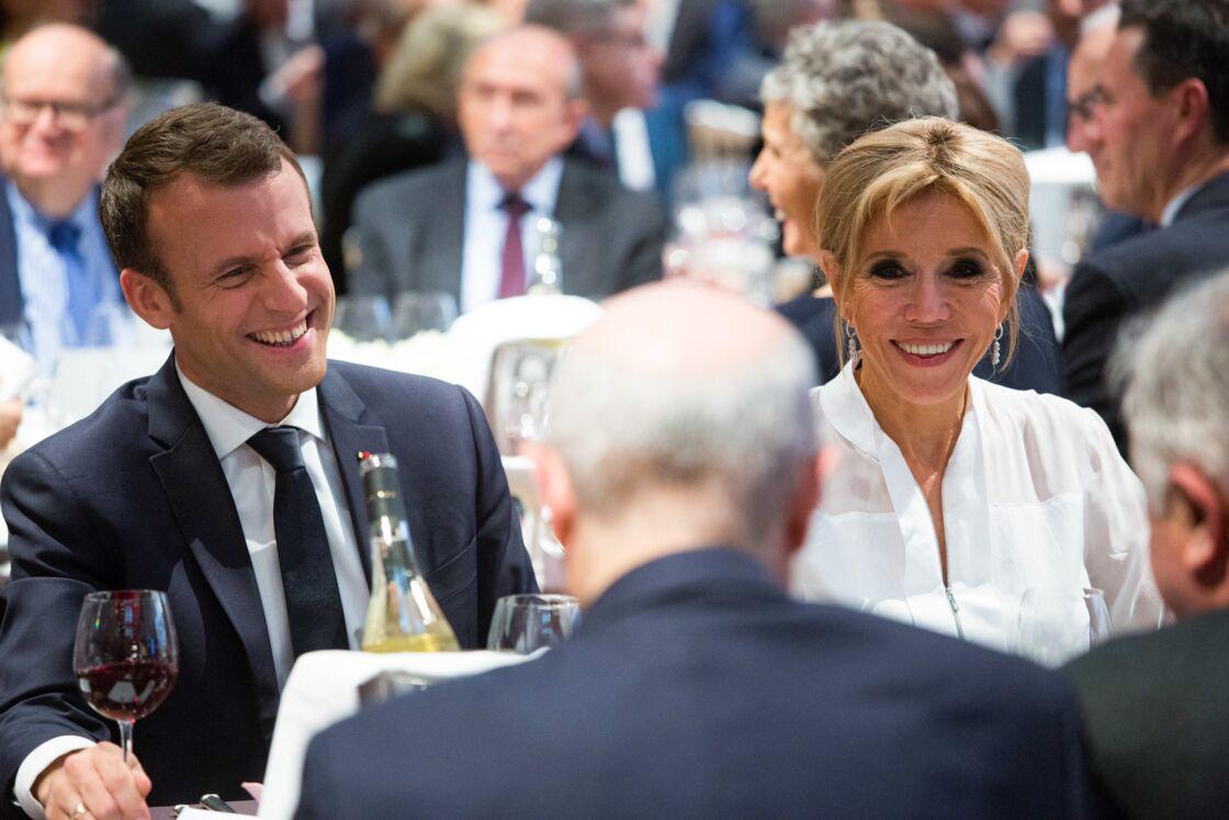 Par son couple avec Brigitte Macron, le chef de l'Etat a su gérer très tôt les situations complexes