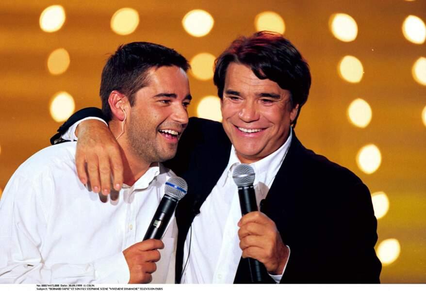 """Bernard Tapie et son fils Stéphane, dans l'émission """"Vivement dimanche"""", en 1999."""