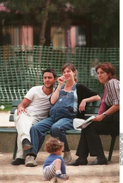Charlotte Gainsbourg, en ceinte, avec Yvan Attal, en juin 1997.