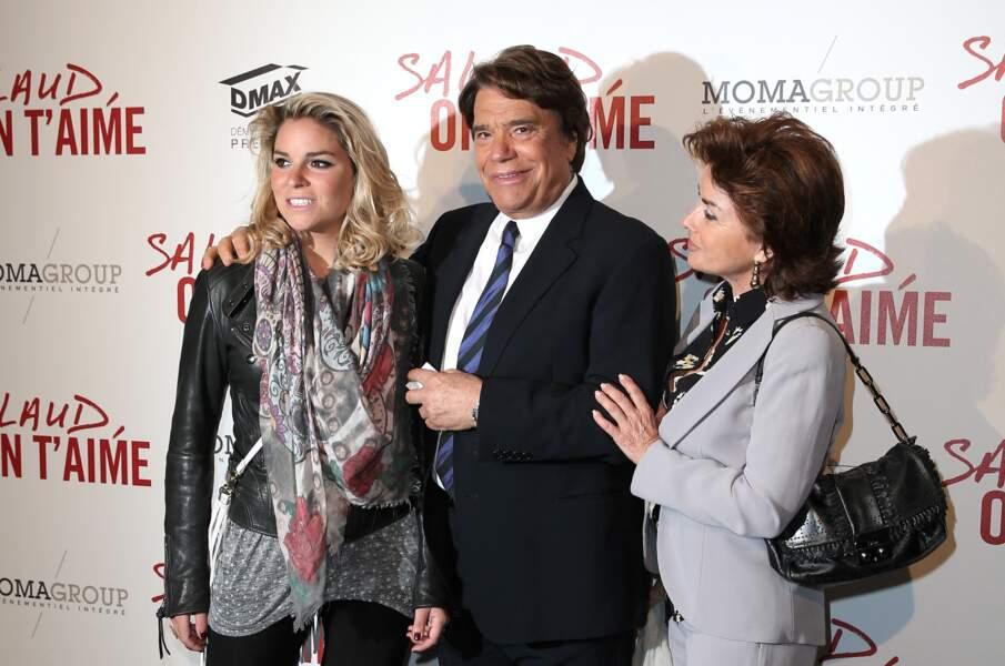 """Bernard Tapie, entouré de son épouse Dominique, et de sa fille, Sophie, à l'avant-première de """"Salaud, on t'aime"""", à l'UGC Normandie, à Paris le 31 mars 2014."""