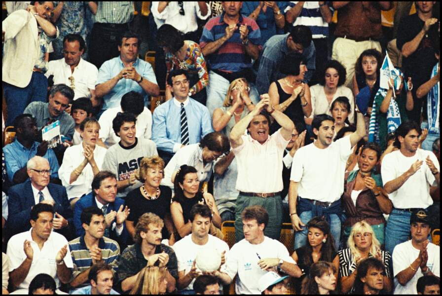 Bernard Tapie et son fils, Stéphane, lors de la victoire de l'OM, en ligue des champions de handball, en 1993.