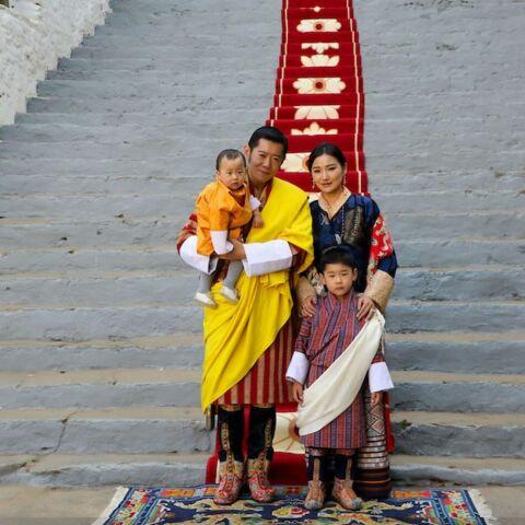 PHOTO – La famille royale du Bhoutan publie un cliché craquant avec leurs fils
