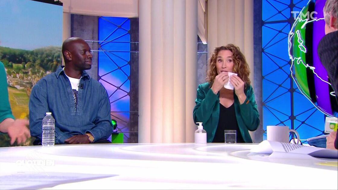 Dans l'émission diffusée ce lundi 4 janvier, Marie-Sophie Lacarrau a saigné de la lèvre en plein direct. Omar Sy, présent à ses côtés, s'est amusé de la situation.