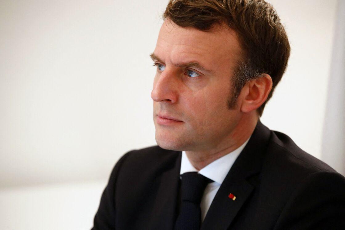 Le président Emmanuel Macron participe à une visioconférence UE-Chine depuis le Fort de Brégançon à Bormes-les-Mimosas, le 30 décembre 2020.