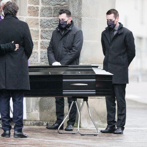 PHOTOS – Obsèques de Robert Hossein: sa veuve Candice soutenue par leur fils Julien