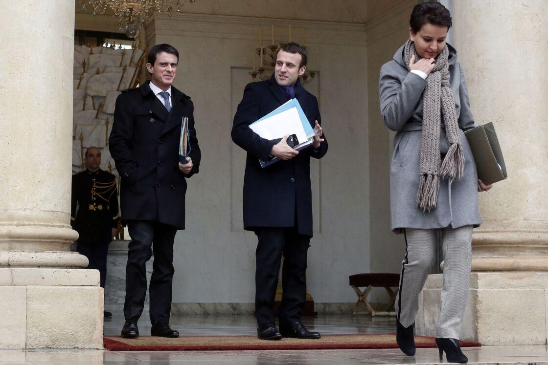 Emmanuel Macron et Najat Vallaud-Belkacem à la sortie du conseil des ministres au Palais de l'Elysée, à Paris, le 9 mars 2016.