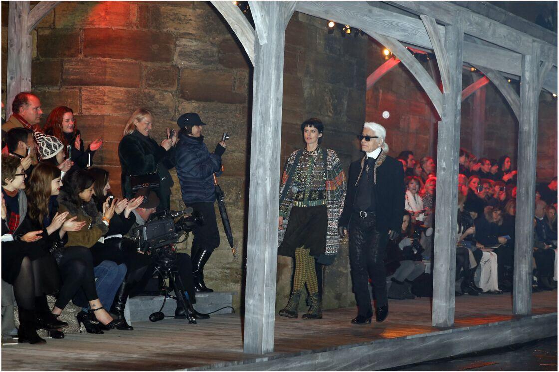 Stella Tennant aux côtés de Karl Lagerfeld en 2012