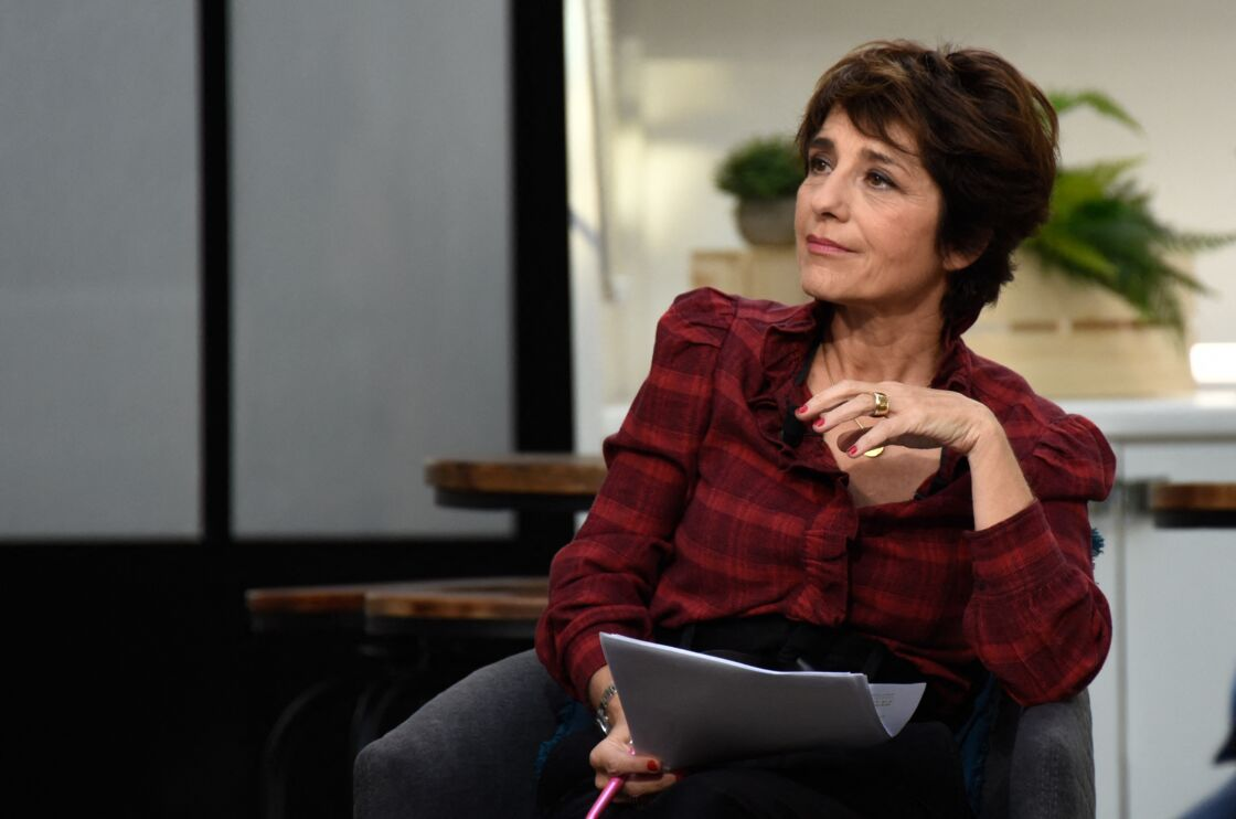 Elizabeth Martichoux a repris les commandes de l'émission de Darius Rochebin