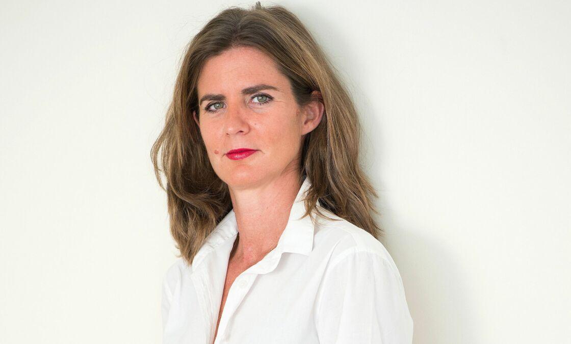 Camille Kouchner, la fille de Bernard Kouchner et Evelyne Pisier, a écrit un livre La Familia grande, où elle dévoile les viols subis par son frère à l'adolescence.