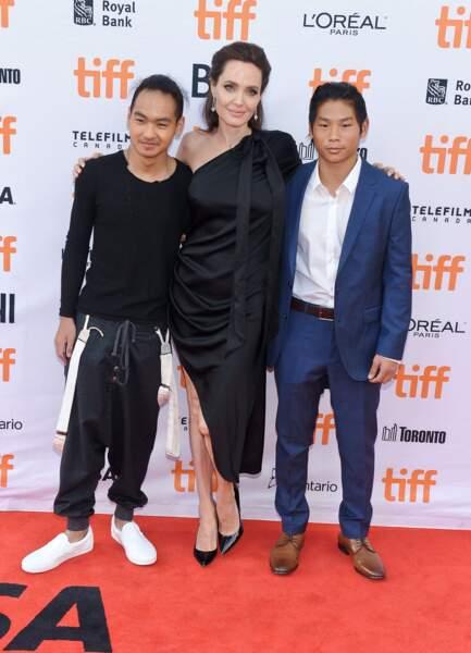 Angelina Jolie, avec ses enfants, à la première de son film, D'abord ils ont tué mon père, en septembre 2017, à Toronto.